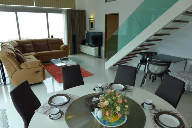 Condominium for sale Naklua showing the large living areas