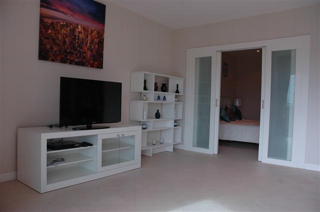 Condominium For Rent Cosy Beach Pattaya Looking Towards The Bedroom