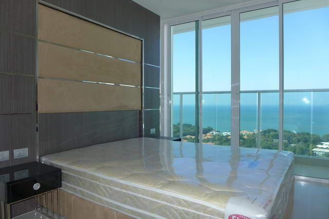 Condominium For Sale Pratumnak showing the bedroom and view