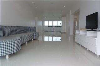 Condominium For Sale Ban Amphur Na Jomtien showing the living area