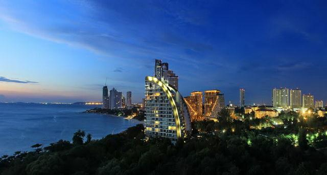 Condominium for sale Pattaya The Cove showing the nighttime view