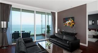 Condominium for sale Pattaya The Cove showing the living room and balcony