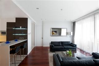 Condominium for sale Pattaya The Cove showing the open plan living room