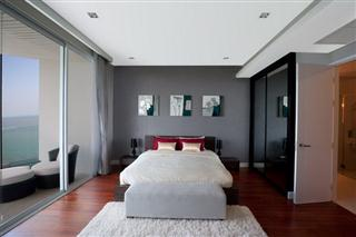 Condominium for sale Pattaya The Cove showing the master bedroom suite