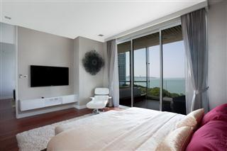 Condominium for sale Pattaya The Cove showing the master bedroom with balcony and jacuzzi