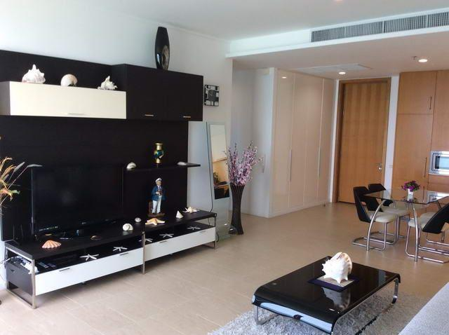Condominium For Sale Northpoint Pattaya showing the living area