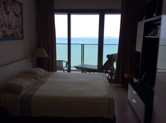 Condominium For Sale Northpoint Pattaya showing the master bedroom with ocean view
