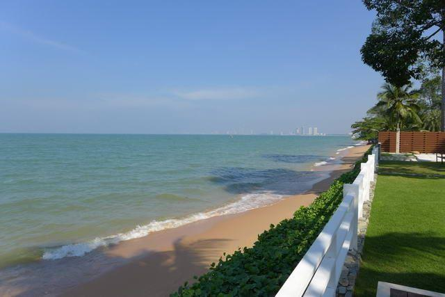 Land for sale Na Jomtien Pattaya showing the private beach