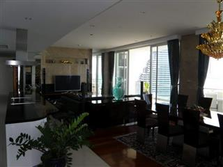 Condominium for sale Pattaya The Cove showing the dining and living areas