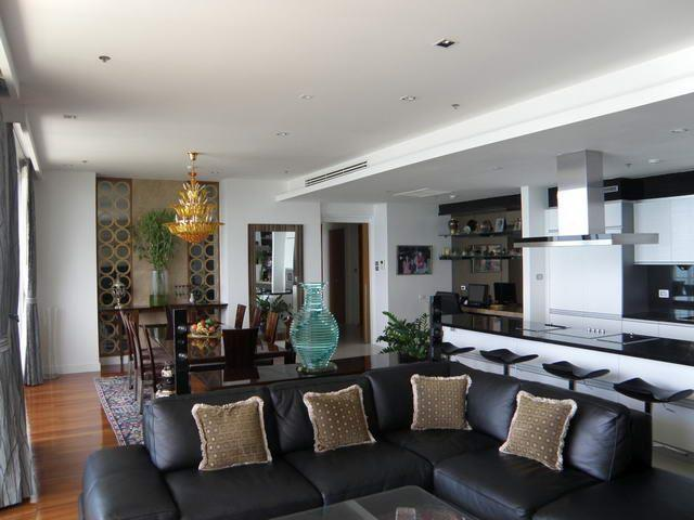 Condominium for sale Pattaya The Cove showing the open plan