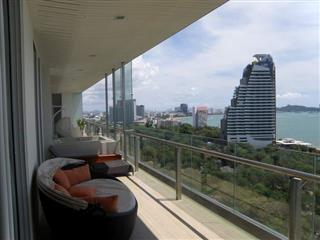 Condominium for sale Pattaya The Cove showing the balcony with Jacuzzi and sea view
