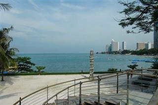 Condominium for sale Pattaya The Cove showing the sea view