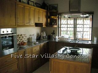 House for Sale Baan Amphur beach Pattaya showing the kitchen