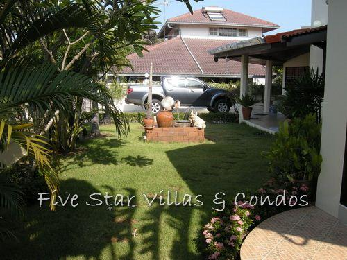 House for Sale Baan Amphur beach Pattaya showing the nice garden