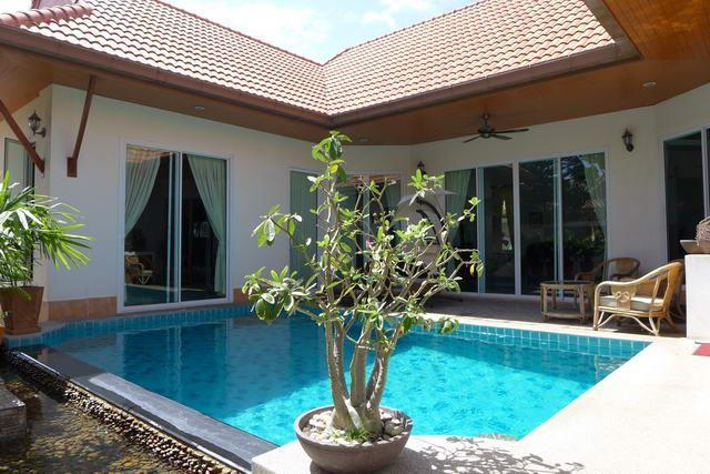House for sale East Pattaya showing the house and private swimming pool