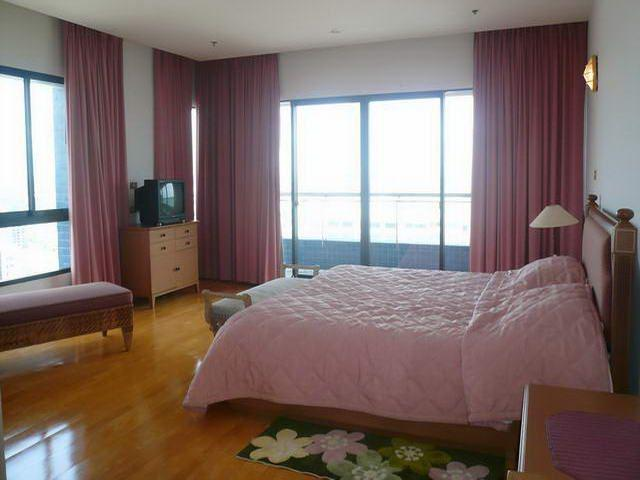 Condominium for sale on Pratumnak showing bedroom with views