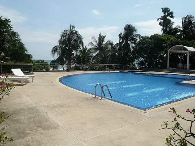 Condominium for sale on Pratumnak showing swimming pool