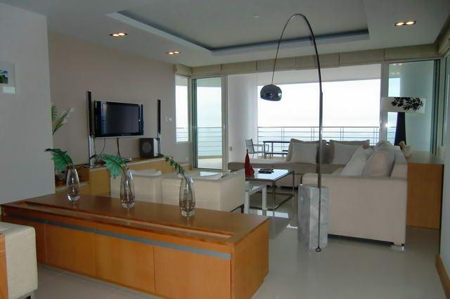 Condominium for sale in Na Jomtien showing living room
