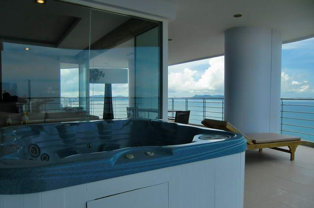 Condominium for sale in Na Jomtien showing Jacuzzi on the balcony