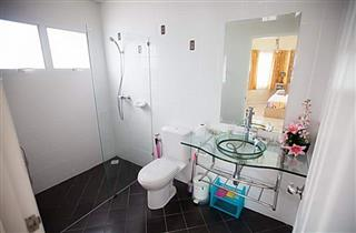 House for sale East Pattaya showing a bathroom