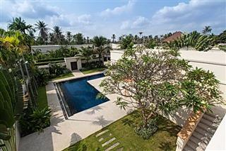 House for sale Pattaya The Vineyard Phase 1 showing the garden and pool