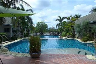 Commercial for sale Phoenix Pattaya showing the 2-tier swimming pool