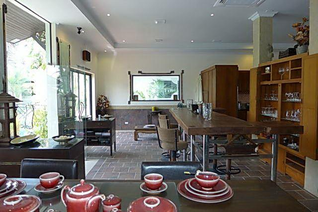 Commercial for sale Phoenix Pattaya showing the dining area
