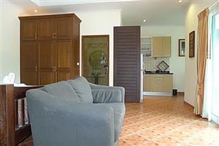 Commercial for sale Phoenix Pattaya showing a self contained studio suite
