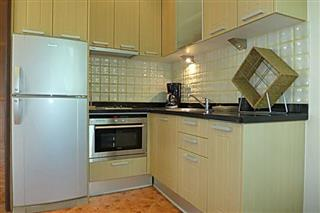 Commercial for sale Phoenix Pattaya showing a kitchen