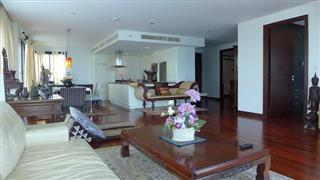 Condominium for sale in Na Jomtien showing the open plan concept
