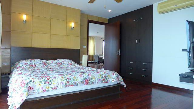 Condominium for sale in Na Jomtien showing the master bedroom