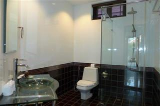 House for sale Na Jomtien showing a bathroom