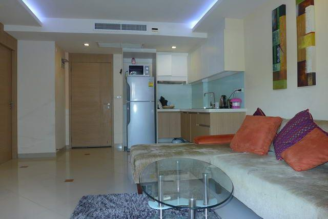 Condominium for sale Pattaya showing the open plan
