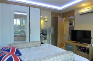 Condominium for sale Pattaya showing the bedroom suite