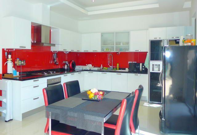 House for sale East Pattaya showing the kitchen and dining areas