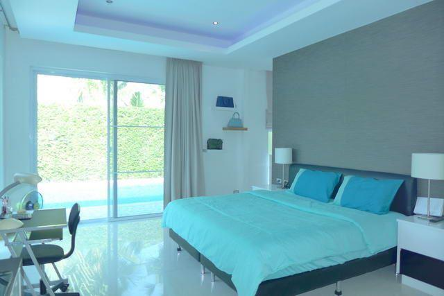 House for sale East Pattaya showing the master bedroom poolside