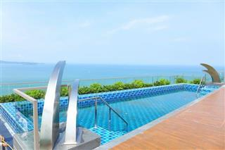Condominium for sale Pratumnak Hill Pattaya showing the communal swimming pool with sea view