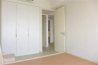 Condominium for sale Pattaya showing built-in wardrobes