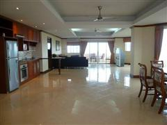 Condominium for sale in Na Jomtien showing the large living area