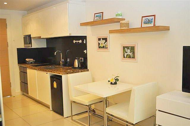 Condominium for sale Pratumnak Hill Pattaya showing the kitchen and dining area