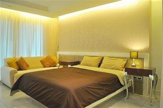 Condominium for sale Pratumnak Hill Pattaya showing the living and bedroom area
