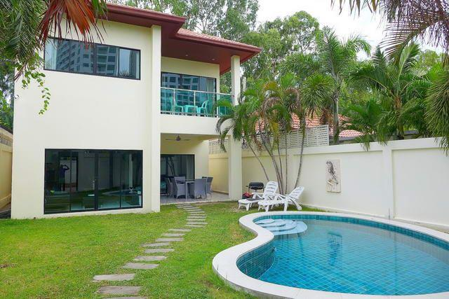 House for sale Pratumnak Hill Pattaya showing the house and pool