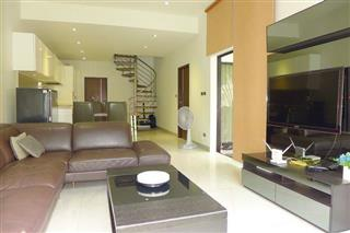 House for sale Pratumnak Hill Pattaya showing the living, dining and kitchen areas