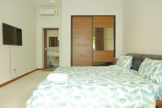 House for sale Pratumnak Hill Pattaya showing the master bedroom suite