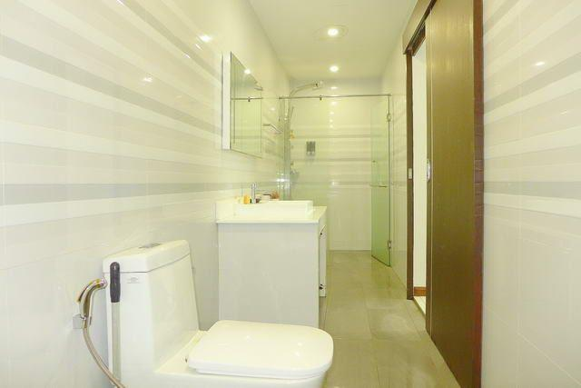 House for sale Pratumnak Hill Pattaya showing a bathroom