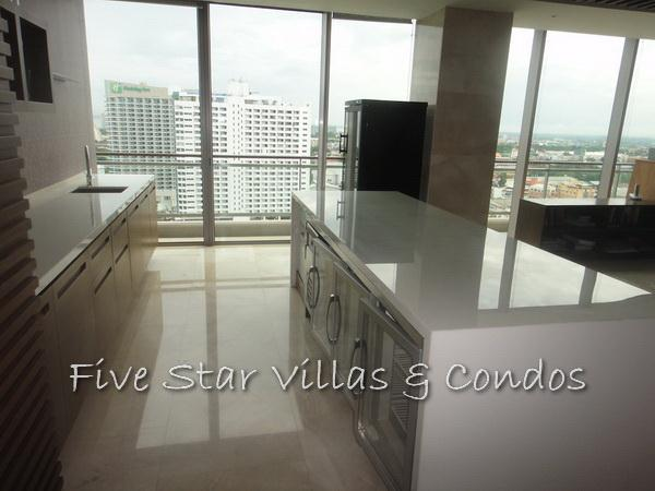 Condominium for sale on Pattaya Beach at Northshore showing the bar area