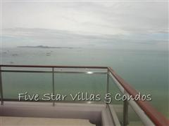 Condominium for sale on Pattaya Beach at Northshore showing the corner balcony