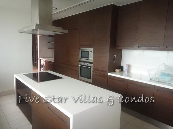 Condominium for sale on Pattaya Beach at Northshore showing  the kitchen