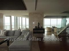 Condominium for sale on Pattaya Beach at Northshore showing the open plan living area