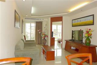 Condominium for sale Central Pattaya showing the living and dining areas